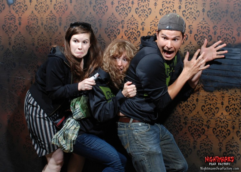 funny haunted house reactions 08